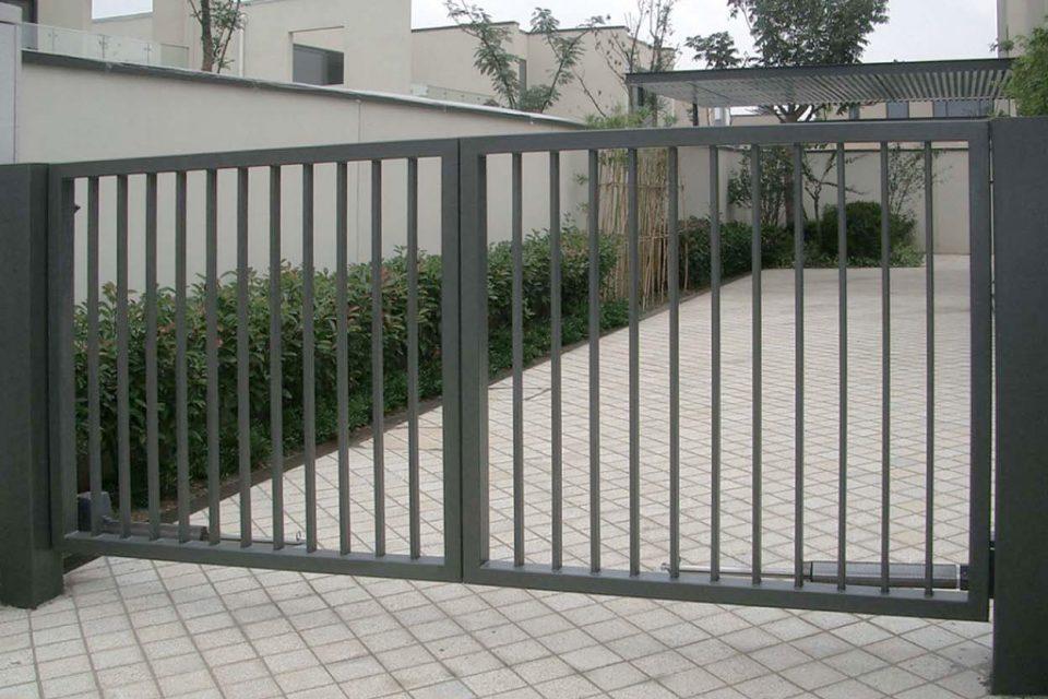 Varstomi dvivėriai vartai